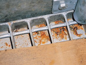 9. DISCOLOURATION AFTER HOT DIP GALVANIZING CAUSED BY GRINDING OR OTHER RESIDUES